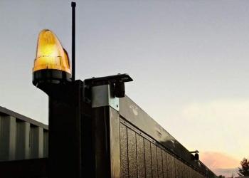 На все типы ворот - сигнальная лампа в подарок