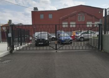 Изготовлены и смонтированы тяжелые распашные ворота шириной более 7 метров